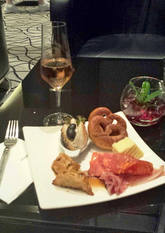 Le meridien chiang mai club lounge drinks appetizers