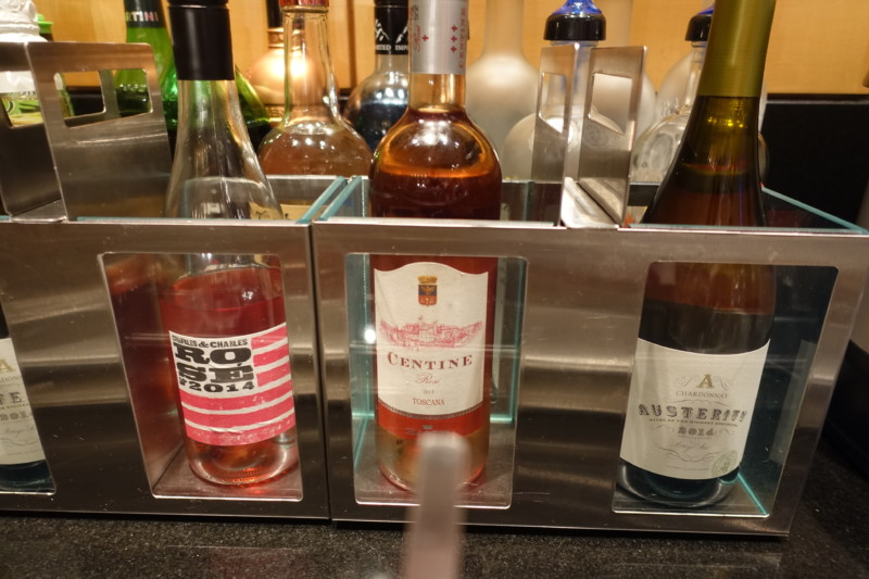 aa flagship lounge chicago wine rose