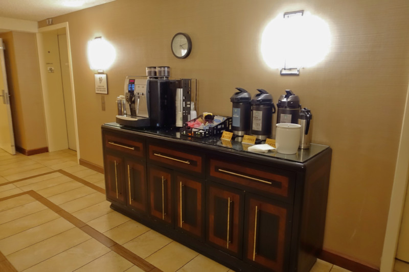 sheraton-denver-tech-club-lounge-coffee-station